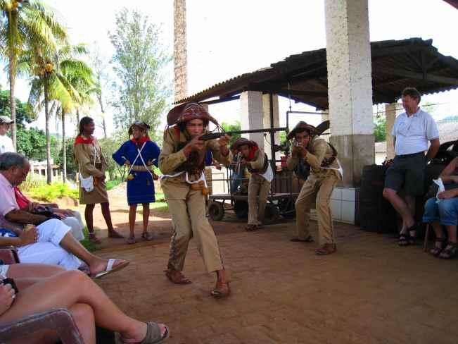 Volúpiafabriek, optreden folkloregroep