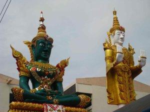 Fietstocht, boeddhabeelden onderweg