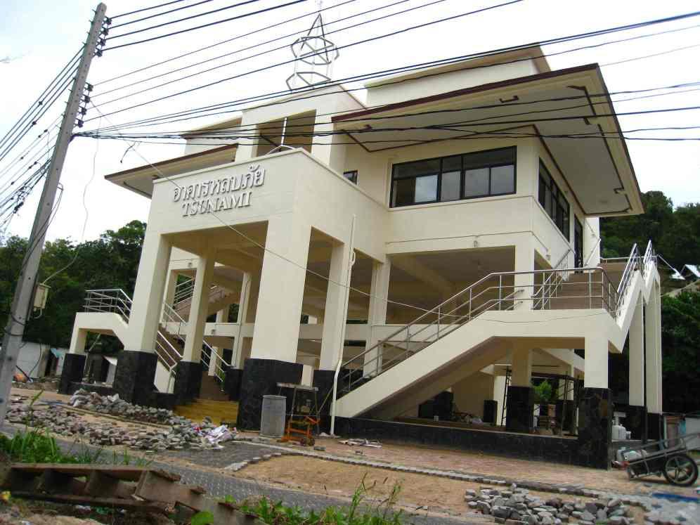 Gedenkhuisje tsunami in aanbouw