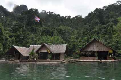 Hutjes bij Chiew Lan Lake