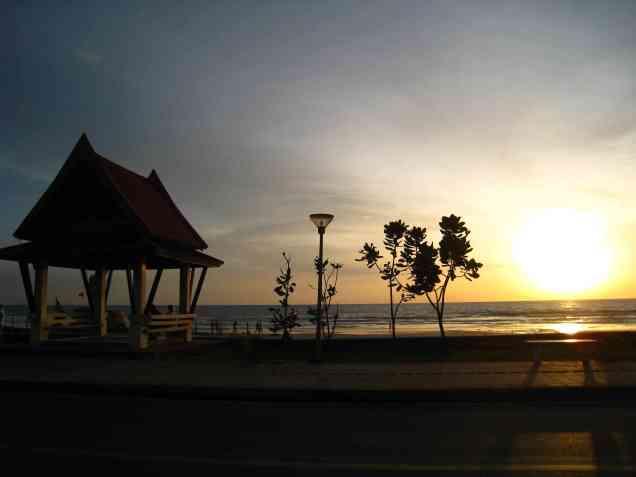 Zonsondergang Karon beach