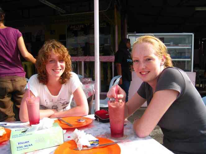 Cindy en Lianne in Kuala Besut