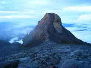 Rijtje klimmers vanaf de top