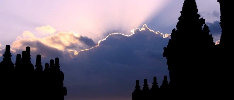 Zonsondergang bij Prambanan