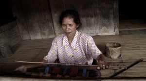 Sarong weven in Bena