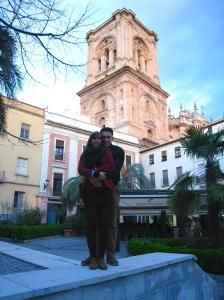 Younes en ik voor de kathedraal