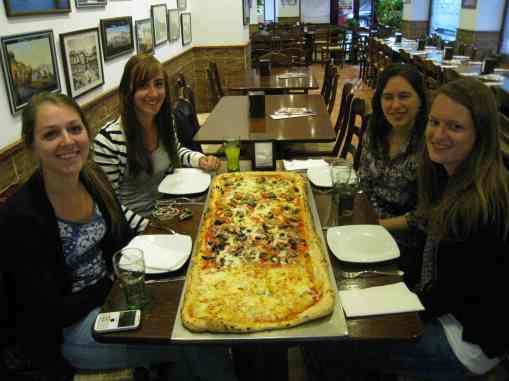 Pizzametro met Dafne, Suzan en Celine