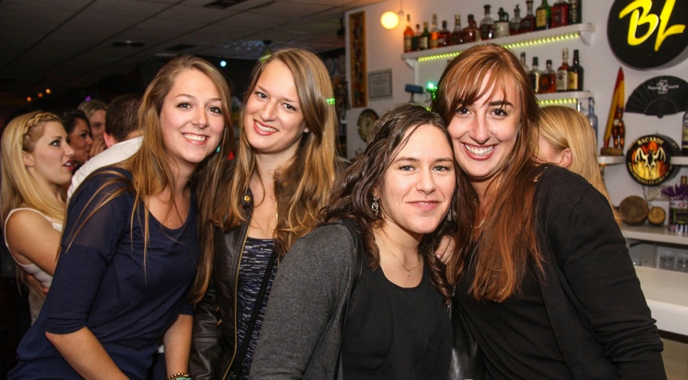 Salsadansen bij Barrio Latino met Suzan, Celine en Dafne