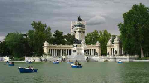 Madrid, park Retiro, monumento Alfonso Xll