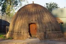 Mlilwane NP, bee hive hut