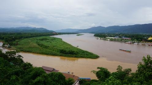 Links Myanmar, rechts Laos en onderin Thailand