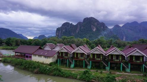 Uitzicht vanaf 't centrum in Vang Vieng