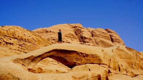 Wadi Rum, op een van de bogen