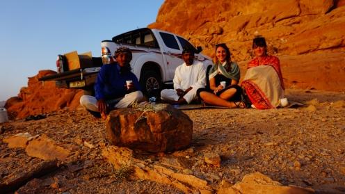 Wadi Rum, thee drinken bij zonsondergang met Ali en Abdullah