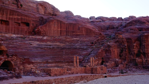 Petra, Romeins amfitheater