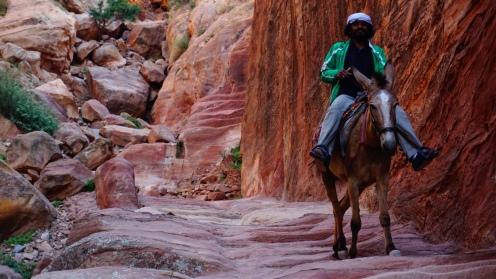 Petra, trappen naar de Hoge Offerplaats