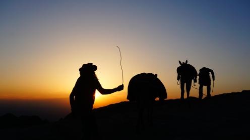 Petra, zonsondergang bij het klooster