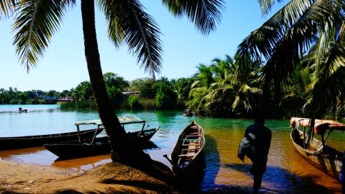 Manakara, aan boord van de pirogue
